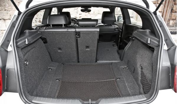 BMW 135i maletero