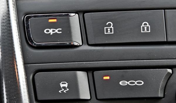 Opel Astra OPC 2012 botón OPC y ECO