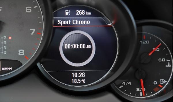 Porsche Cayanne GTS, panel de instrumentos