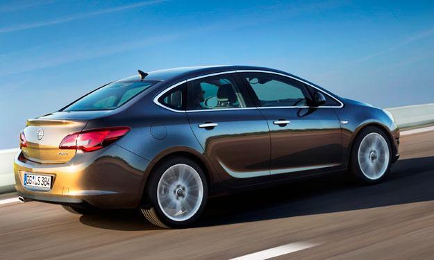 Gama Opel 2013 Astra Sedán