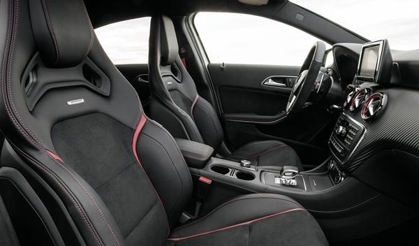 Mercedes_A_45_AMG_asientos