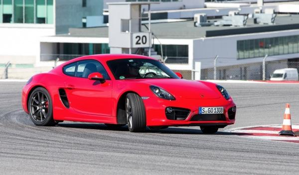 Porsche Cayman 2013 curva