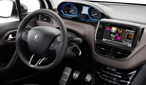 Peugeot 2008 HYbrid Air, interior