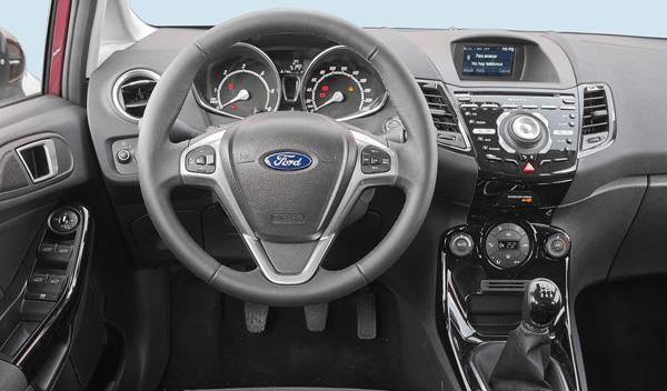Ford Fiesta 5p 1.6 TDCi 95 CV interior salpicadero