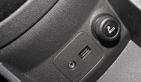 Ford Fiesta 5p 1.6 TDCi 95 CV entrada USB