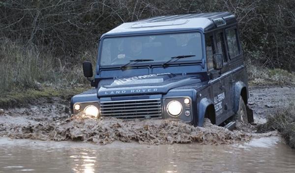 Land Rover Defender elécrico, vadeo
