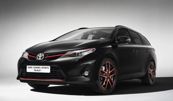 Toyota-Auris-Sports-Touring-Black-frontal
