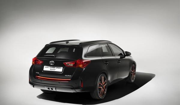 Toyota-Auris-Sports-Touring-Black-trasera