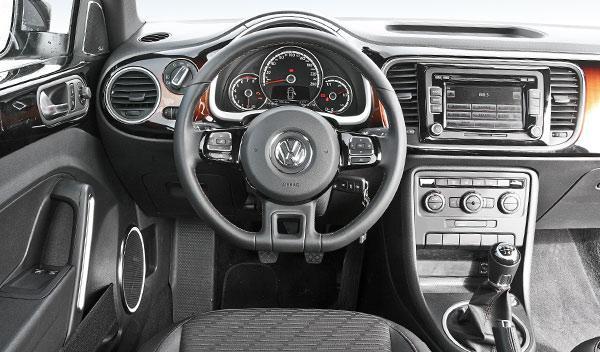 Volkswagen Beetle Fender Edition interior salpicadero