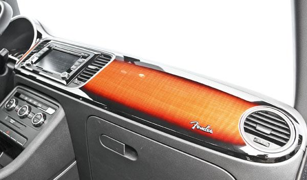 Volkswagen Beetle Fender Edition madera salpicadero