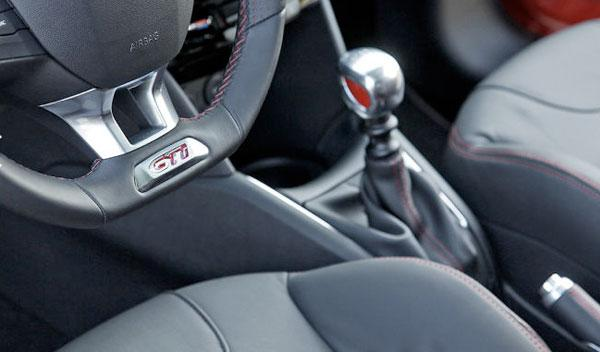 Peugeot 208 GTi cambio