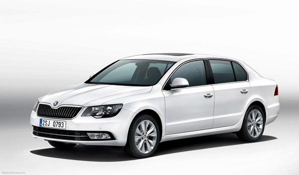 Skoda Superb 2013 berlina delantera