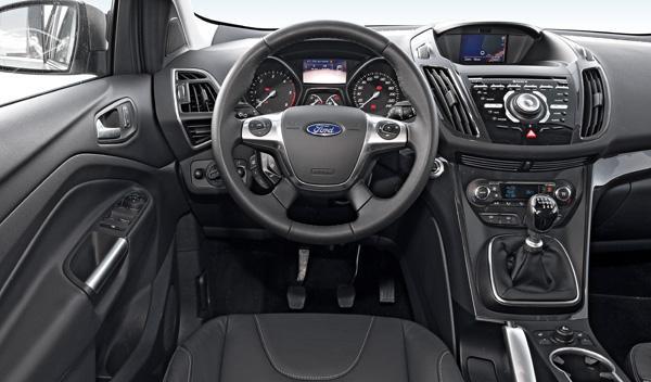 Ford Kuga TDCI 140 interior salpicadero