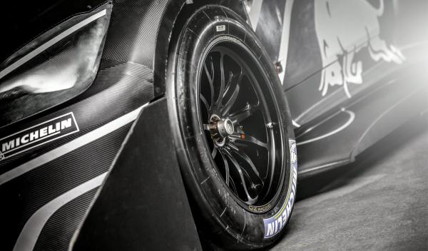 Peugeot 208 T16 Loeb rueda