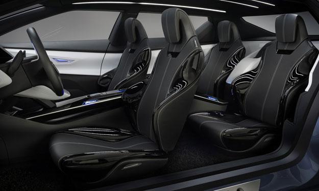 Nissan Friend-ME interior asientos