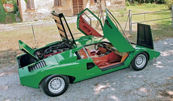 Lamborghini Countach abierto