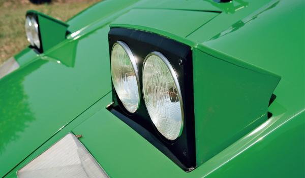 Lamborghini Countach faros