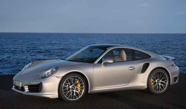 Porsche 911 Turbo y Turbo S tres cuartos lateral