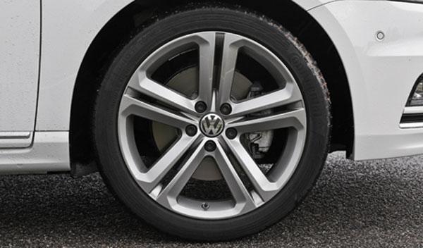 Volkswagen Passat R Line 2.0 TDI DSG llantas