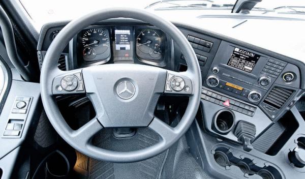 Mercedes Arocs conductor