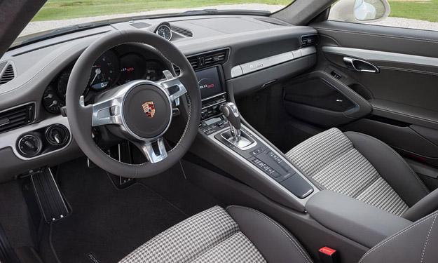 Porsche 911 50 Aniversario interior