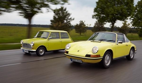 Mini y Porsche, foto delantera