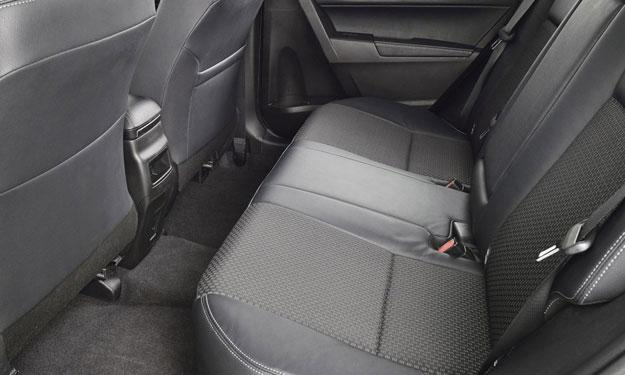 Toyota Corolla 2014 europeo plazas traseras