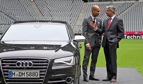Audi S8 Guardiola y Rupert Stadler hablando
