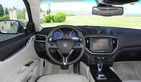 Nuevo Maserati Ghilbi detalle salpicadero