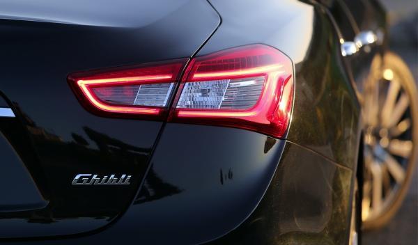 Nuevo Maserati Ghilbi, detalle grupo óptico