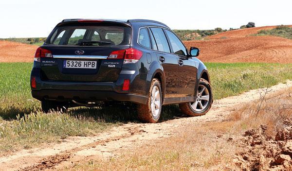 Subaru Outback 2.0 D Lineartronic trasera