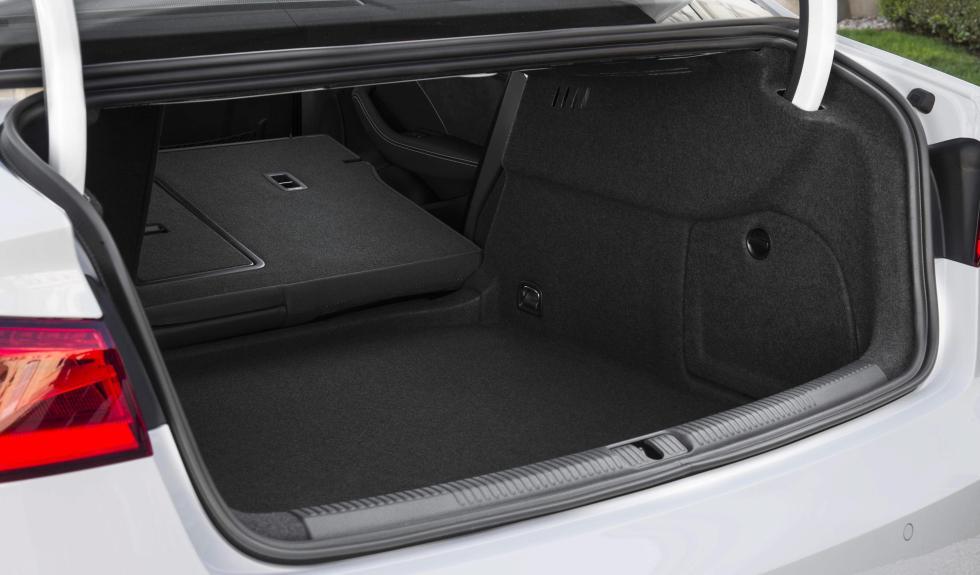 Audi A3 Sedan maletero vacio