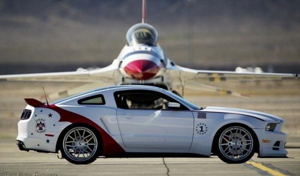 Ford Mustang 2014 Thunderbirds Edition lateral