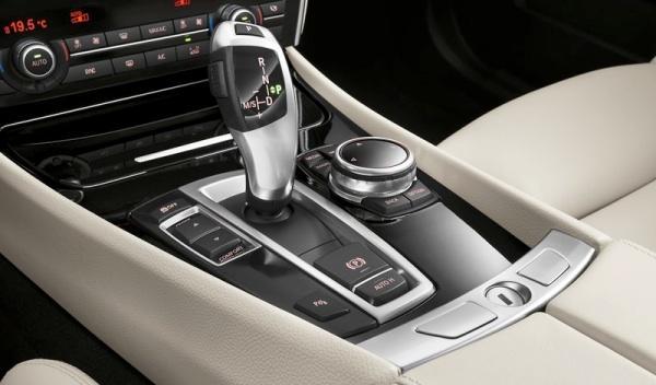 BMW Serie 5 2013 detalle palanca cambios
