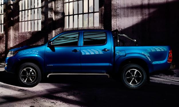 Toyota Hilux Invincible lateral