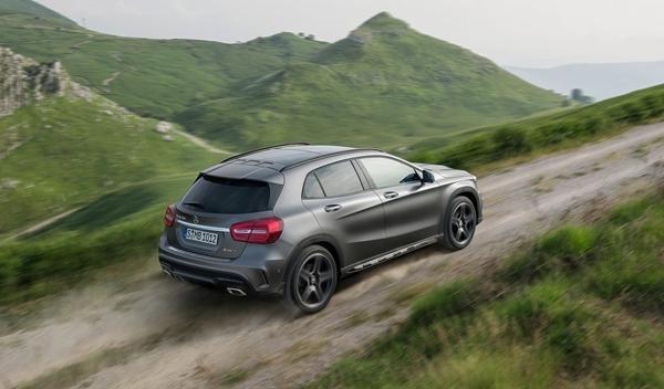 Nuevo Mercedes GLA trasera dinámica