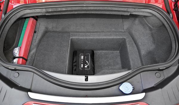 Jaguar F-Type S maletero