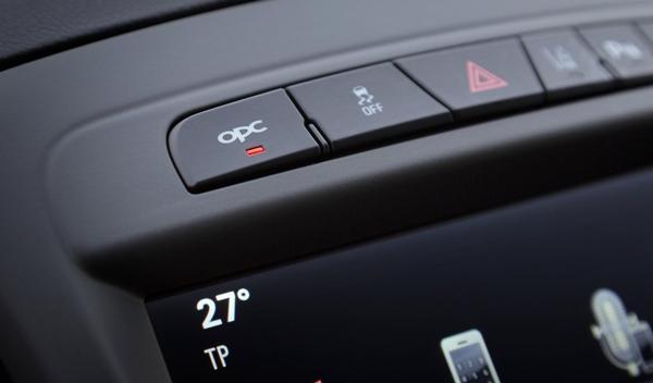 Opel Insignia OPC 2014 consola