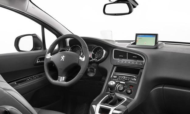 Peugeot 5008 2013 interior