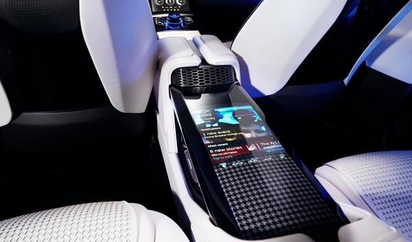 Jaguar C-X17 interior 3