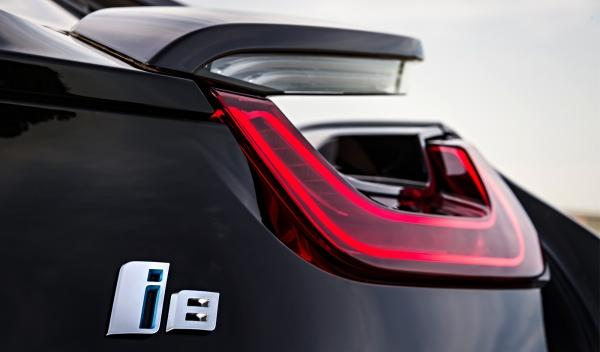 BMW i8 detalle grupo óptico trasero