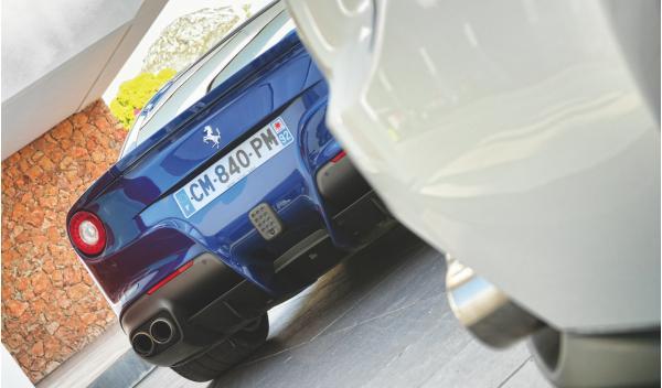 Ferrari-F12-trasera