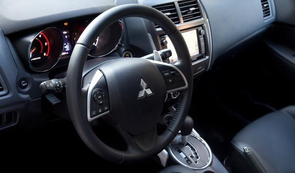 Mitsubishi ASX 220 DI-D automático interior