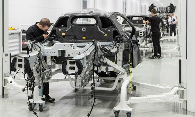 McLaren P1 producción trasera