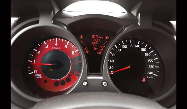Nissan Juke Nismo detalle relojes
