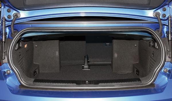 Volkswagen Golf Cabrio R maletero