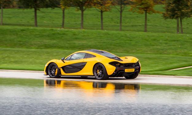 McLaren P1 trasera