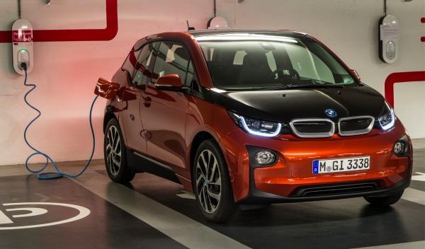 BMW-i3-aparcamiento-recarga