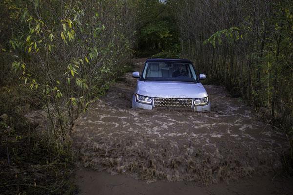 range-rover-hibrido-agua