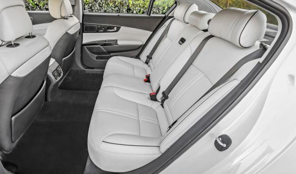 Kia K900 asientos traseros